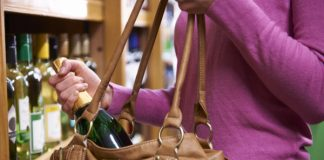 1000 shoplifting crimes a day & 52% go unpunished, new research shows
