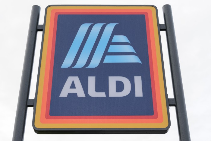 Aldi Lockdown covid-19 government reopening pandemic social distancing