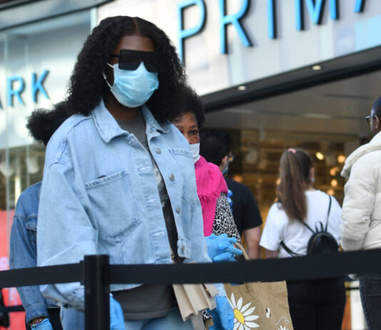 Shoppers could face £3200 fine if they don't wear face coverings
