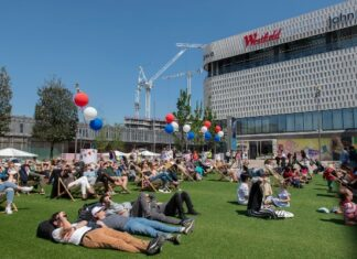 Westfield London launches its outdoor entertainment space featuring a cinema & bar, letting visitors socialise safely.