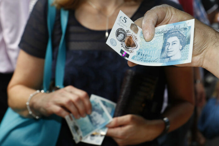 Signs of return to cash use following lockdown dip, says Post Office