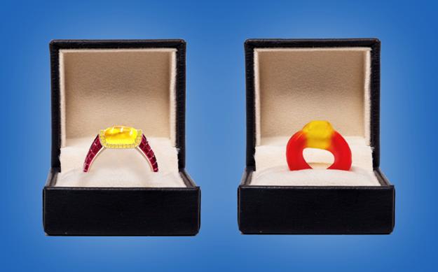 El minorista de joyas Taylor & Hart ha creado un anillo inspirado en Haribo con incrustaciones de diamantes con el que puede proponerse. La banda roja rubí incluye 224 diamantes y está rematada con una canasta de oro amarillo de 18 quilates con 40 diamantes.