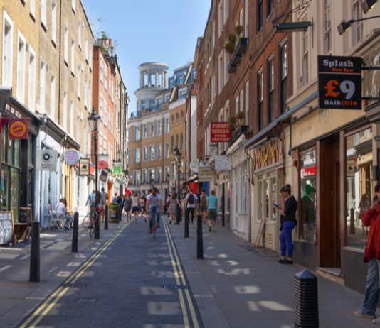 """High street """"will be a different place"""" - Samsung boss"""