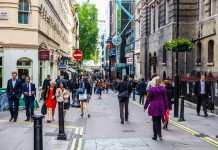 Springboard reveals that footfall in UK retail destinations rose by 4.9% last week from the week before, with rises of 6.9% in high streets.
