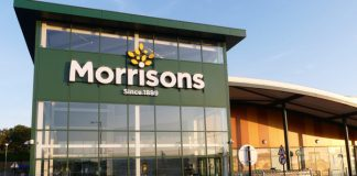 Thousands of store workers at UK supermarket chain Morrisons have won the first round of their legal battle for equal pay.