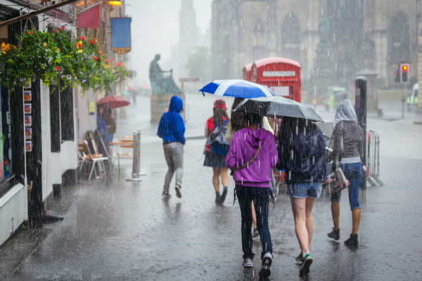 Footfall across UK retail destinations declined by 1.7% last week from the week before thanks to wet weather, Springboard reports.