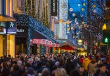 Footfall down 5% as shoppers wait for final Christmas discounts