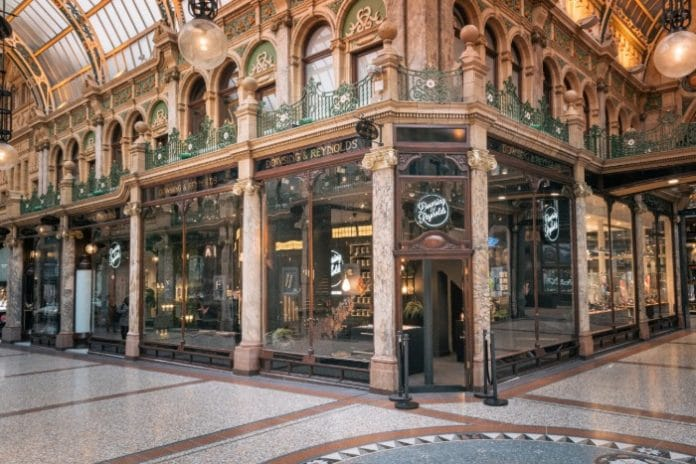 Dowsing & Reynolds has officially opened its first store in Hammerson's flagship destination Victoria Leeds. The Leeds-based interior retailer's new concept showroom has dedicated sections for each room in the home.