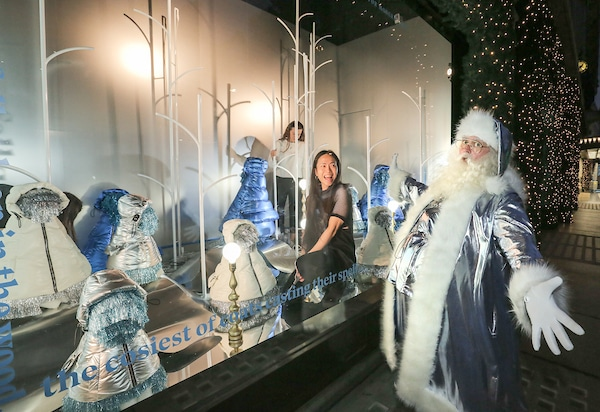 Christmas Window Displays.Selfridges The 1st Department Store Globally To Unveil